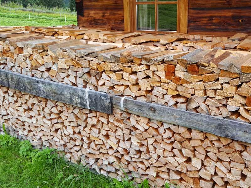Holzstapel Kräutergarten Wildschönau